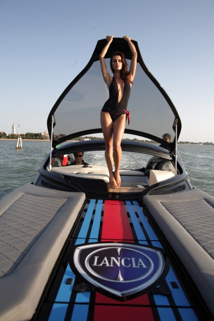 the-lancia-powerboat-launched-in-venice-10604_2