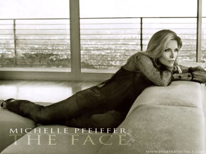 Michelle-Pfeiffer-michelle-pfeiffer-221991_1024_768