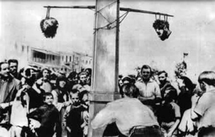 Τα κεφαλια του Βελουχιωτη και του Τζαβελα στην πλατεια των Τρικαλων το 1945