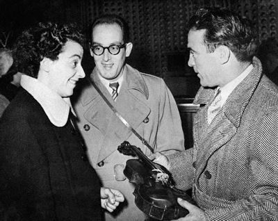 Ginette Neveu (left) and Marcel Cerdan (right), shortly before boarding the fatal flight at Orly