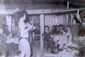 Χορευτρια στον Μπαμπουλα