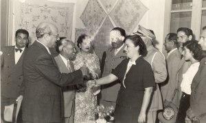 Ο ΝΓΜ χαιρετα την Παναγιωτα Μαυρογενους το 1953
