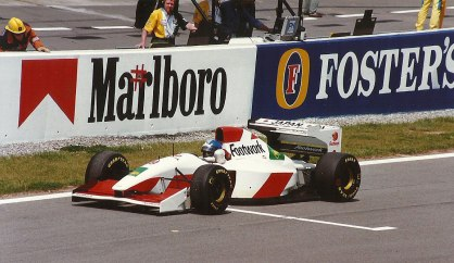 Derek Warwick (16th) on the starting grid