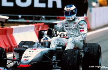 David Coulthard gives Mika Hakkinen a lift back to the pits after the Finn retired from the 2001 Spanish GP