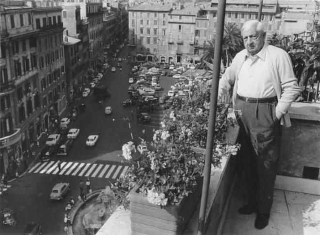 Giorgio de Chirico in his Rome flat, in 1938