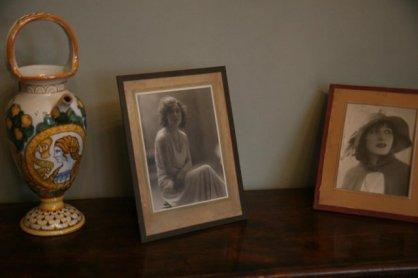 Portraits of Marta Abba in Pirandello's studio, via Bosio 15, Roma