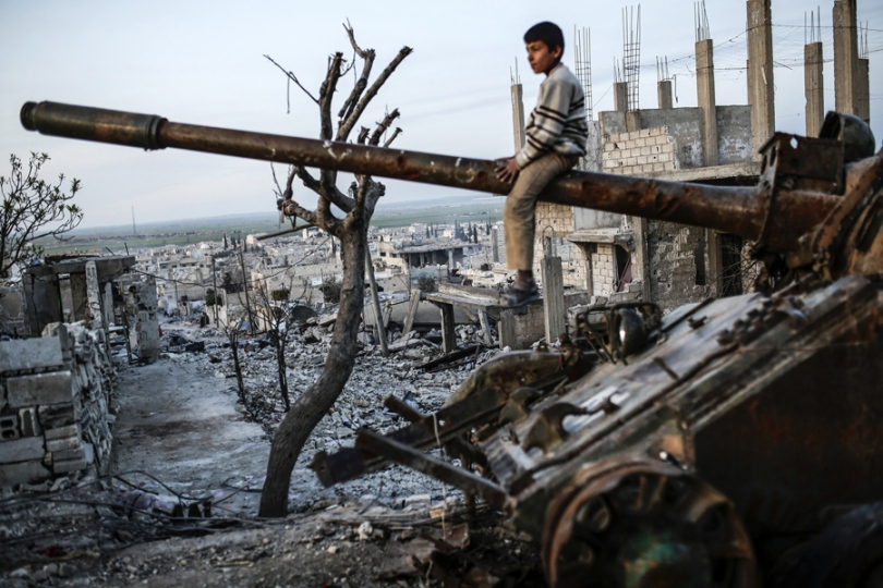 syria_boy_tank