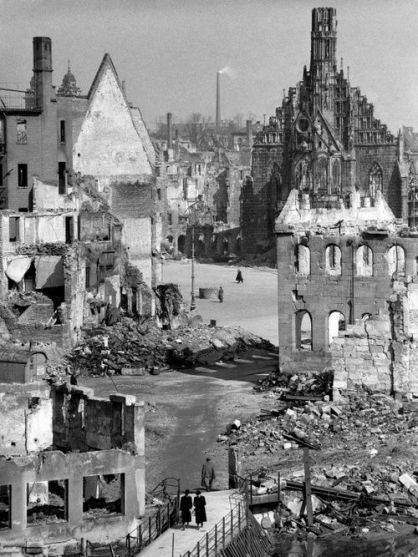 frauenkirche_nuremberg_1945