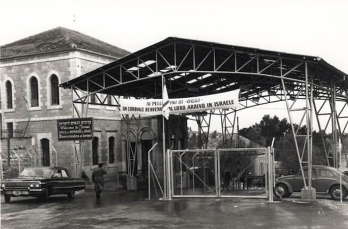 mandelbaum-gate-on-1949-armistice-line-in-east-jerusalem